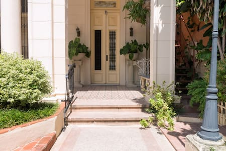 Stylish Spanish Mansion in Habana - Vedado Habana - Bed & Breakfast