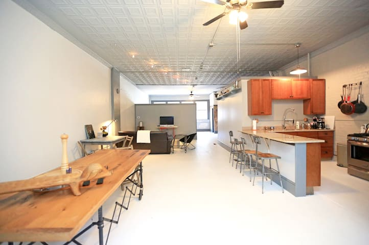 French Industrial Chic Loft - Asheville - Loft