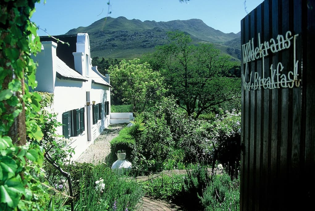 Wildekrans Country House entrance