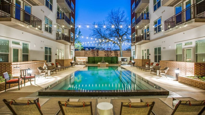 Chic Luxury 2bd 2bth in the Heart of Dallas!