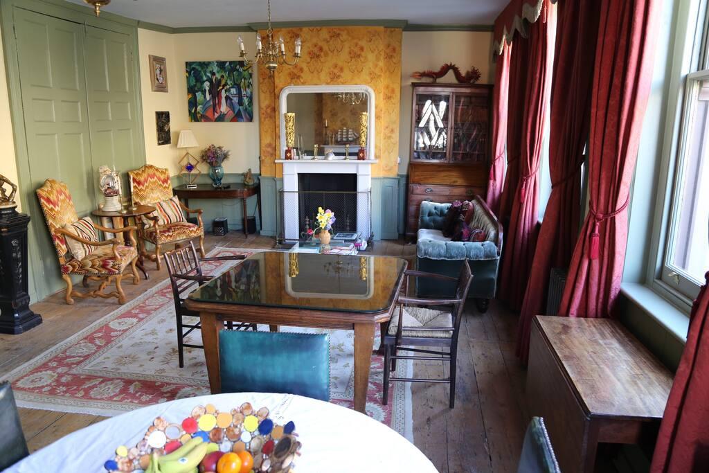 breakfast/sitting room