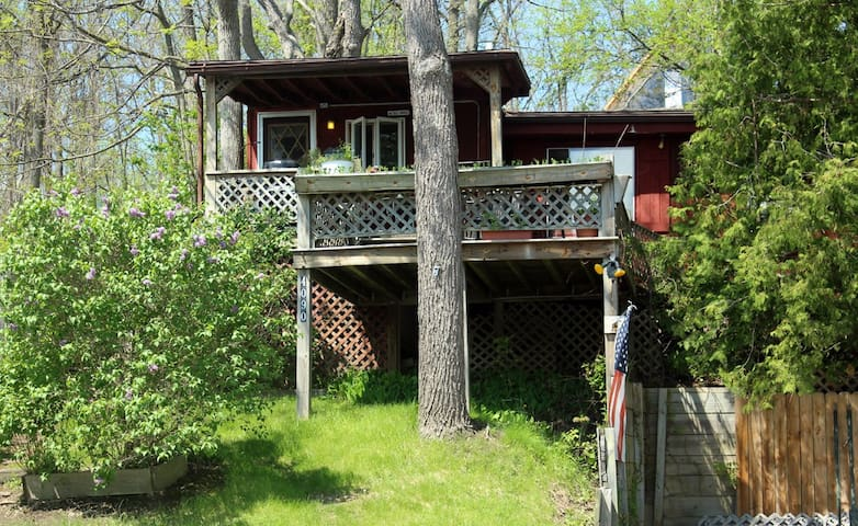 Kamp Kontent - The Tree House - Geneseo