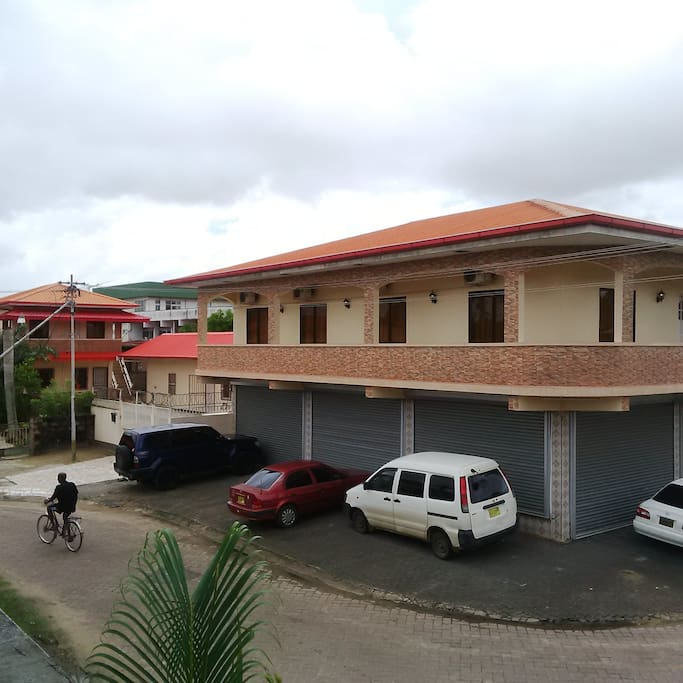 rustige en veilige  omgeving met balkon, met een mooi uitzicht