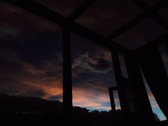 这就是亮点,傍晚暮色,晚上银河星空