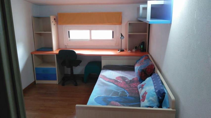 Habitación para dos camas, una es cama nido!