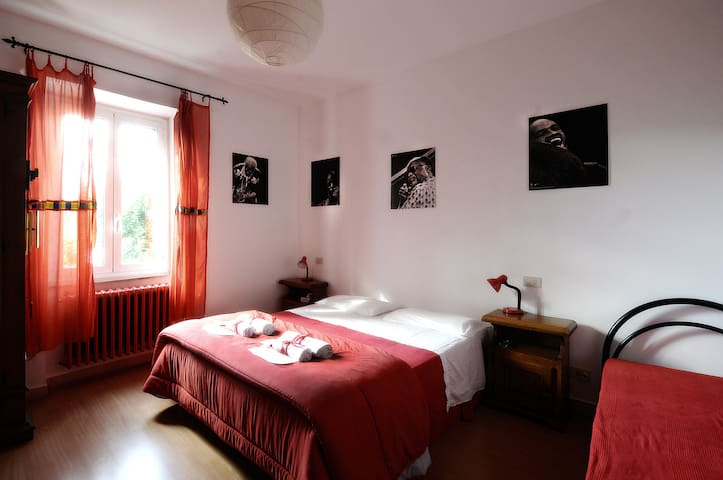 B&B La Casa del Frenz Red Room - Sferracavallo - Bed & Breakfast