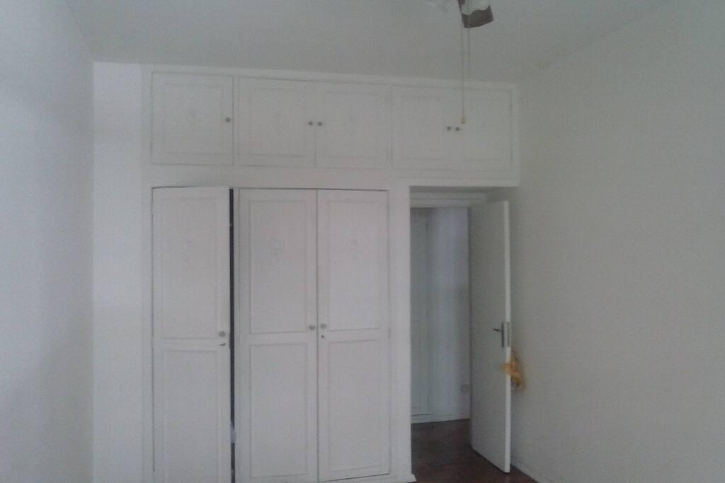 Quarto - armários embutidos