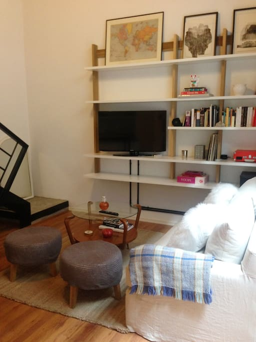 Living room. Great sofa and 40´ Smart TV with cable.