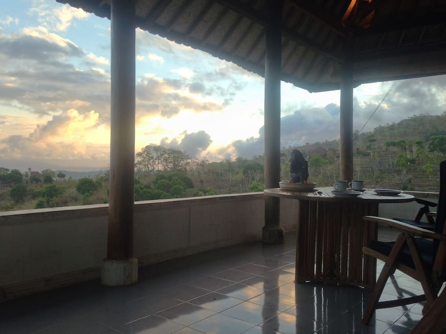 Breakfast at dawn on the veranda. Can you feel the magic of this special place?