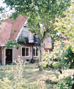 Spacious room in charming city farm - Almelo - Hus