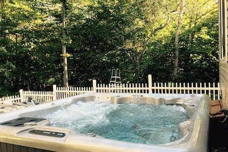 4 Bdrs, Hot Tub & Entertainment Rm - Tobyhanna