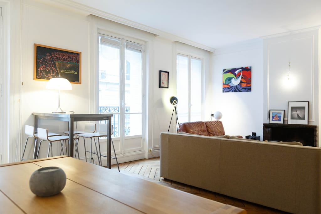 Cosy room in great Haussmanian Flat