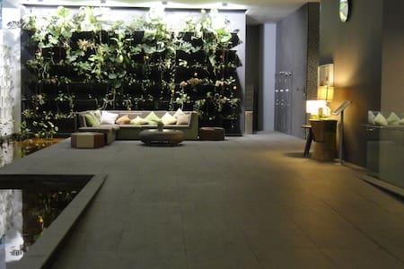 Luxurious . Changkat 1 bed apt - 吉隆坡 - 公寓