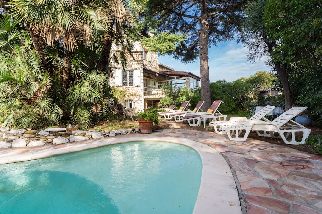 villa d 39 artiste entre nice et cannes plage1 5km maisons louer cagnes sur mer provence. Black Bedroom Furniture Sets. Home Design Ideas