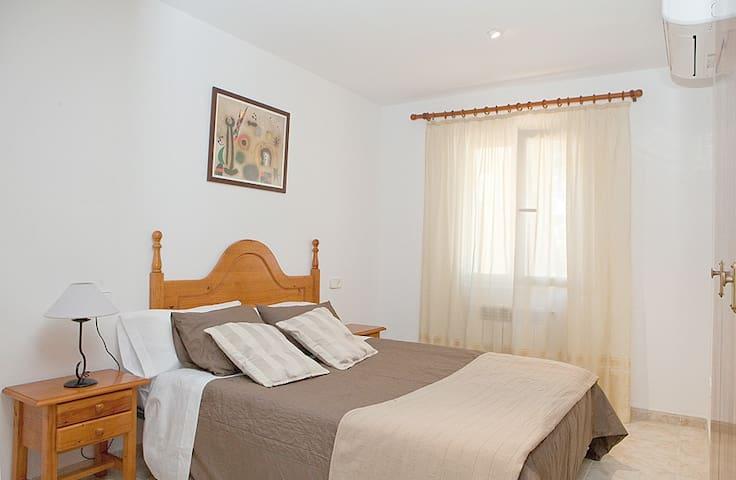habitacion  principa con baño en suite