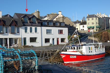 Quay House with Stunning Views - Roundstone - Hus