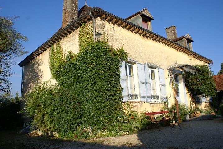Maison à la campagne avec jardin