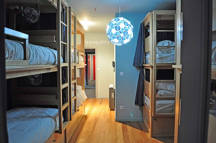 Tattva Design Hostel - Bed in Dorm - Porto - Bed & Breakfast