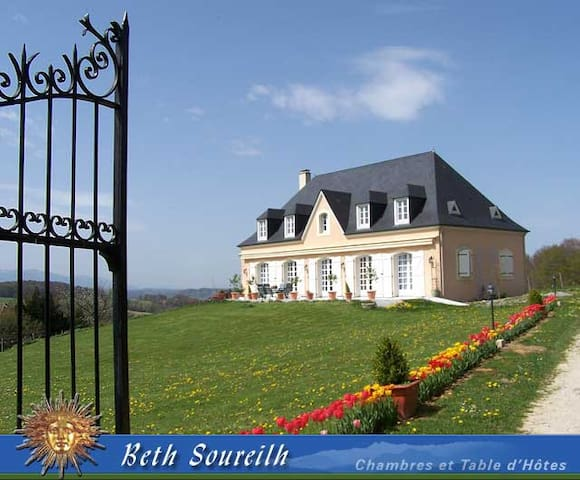 Beth Soureilh B&B Lourdes, #Beneja  - Coarraze - Bed & Breakfast