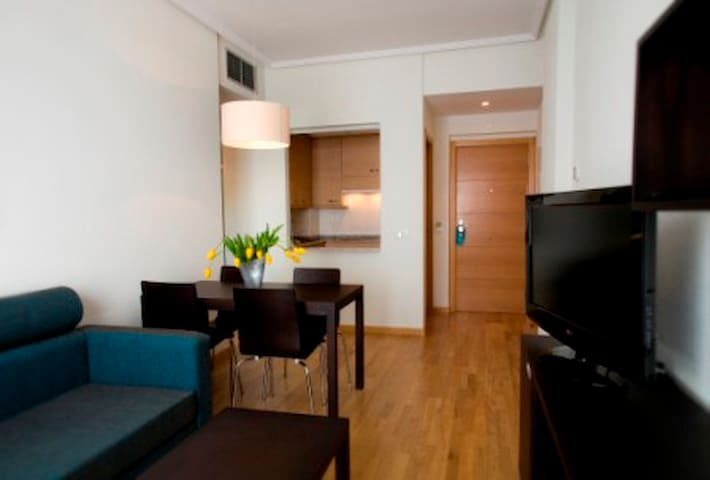Feel Home  close to the Airport - Madrid