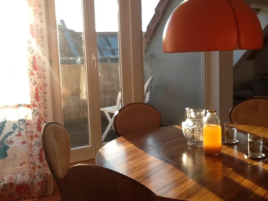 Esszimmertisch im Arne Jacobsen Style mit drehbarem Innenteil - Lazy Susi