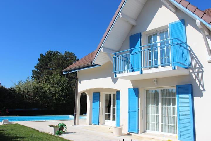 Rooms-House in Pregnin: near Geneva - Pregnin, Saint-Genis-Pouilly - วิลล่า