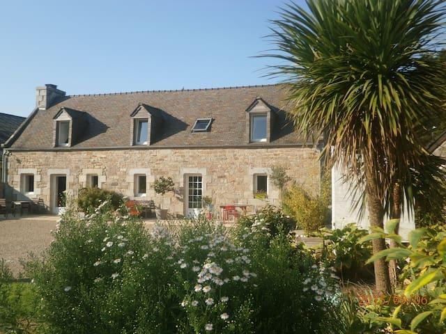 Longère rénovée entre mer et forêt - Cléder - House