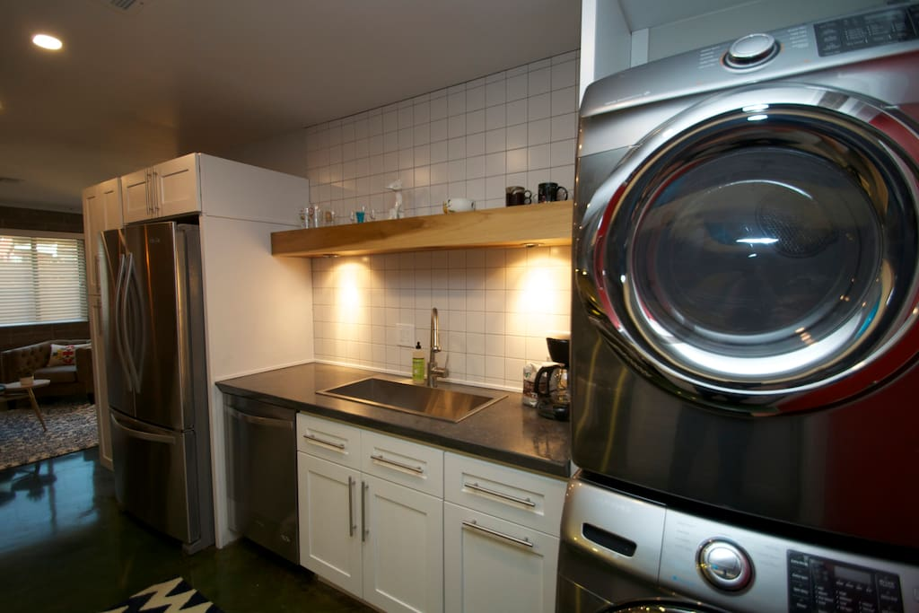 Does the other listing you're looking at have full size washer and dryer?