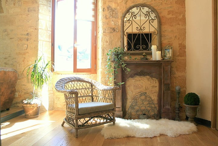 CHARMING FLAT IN CENTRE OF OLD SARLAT