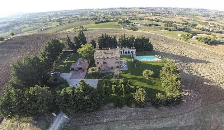 Villa con piscina nelle Marche