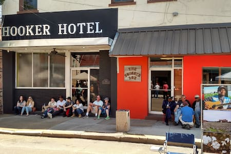 "Hooker Hotel - Rated #1   ""5 Star"" - Clarksdale - Bed & Breakfast"