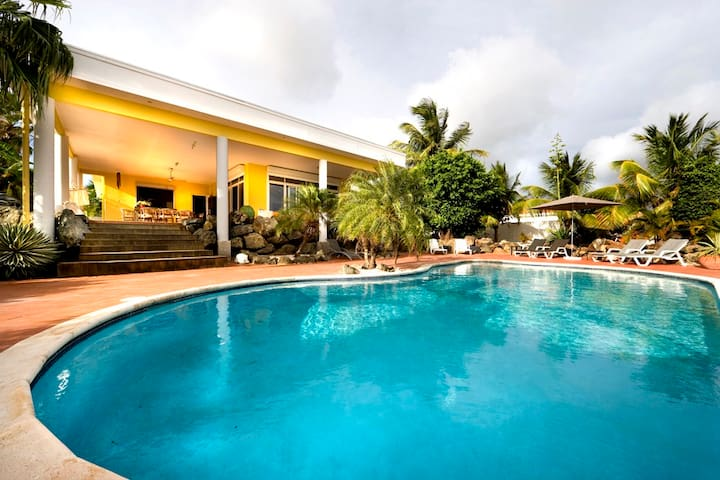 Very Private Luxury Resort Villa with Great Pool