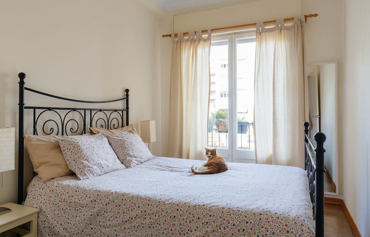 Cozy double bedroom with balcony - Barcelone - Appartement
