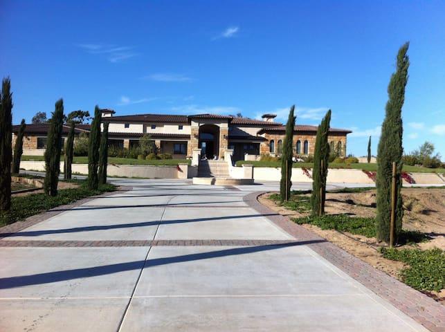 Borghild's Villa! Large home w/ 3 private bedrooms