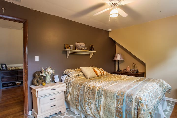 Sunny Bedroom in Chicago Suburbs - Downers Grove