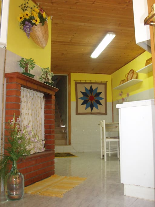 Kitchen and Entryway. Welcome! Benvenuti!