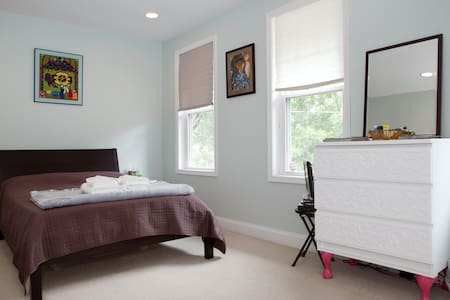 1BD Roomy, Bright, Private and Cozy