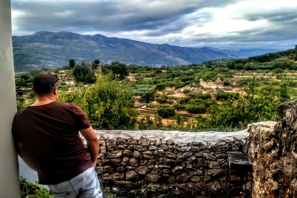 vistas al valle y sus cerezos