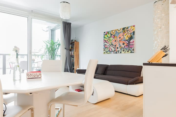 Sunny private room in modern City-West appartement - Berlin