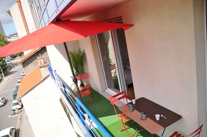 """LA HALLE"" with balcony and carpark - Lyon - Apartment"