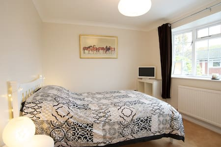 Clean smart double in quiet area - Peacehaven - House