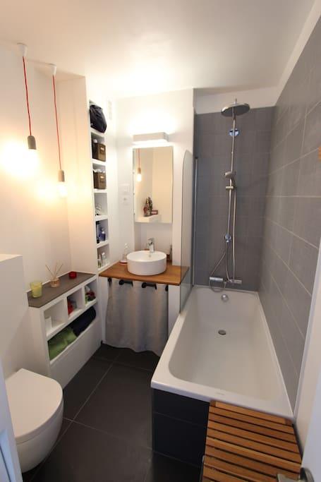 La salle de bain commune...pour se détendre après une journée de boulot ou de visites !
