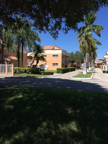 Cozy 2Bed2Bath with Parking - Miami - Lägenhet