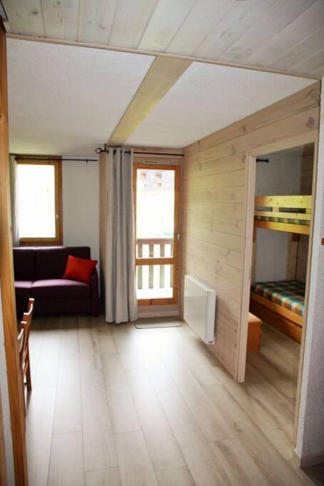 Appartement lumineux et sol en bois