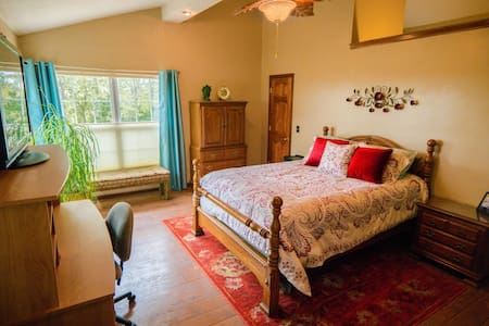 Hilltop Hide-away Suite - Perry