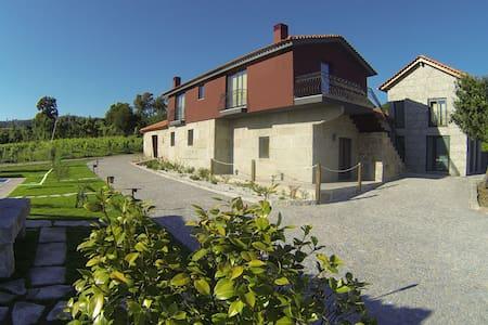 Quinta Lama de Cima-Casa da Vinha - Fafe, Arões (São Romão) - Wikt i opierunek