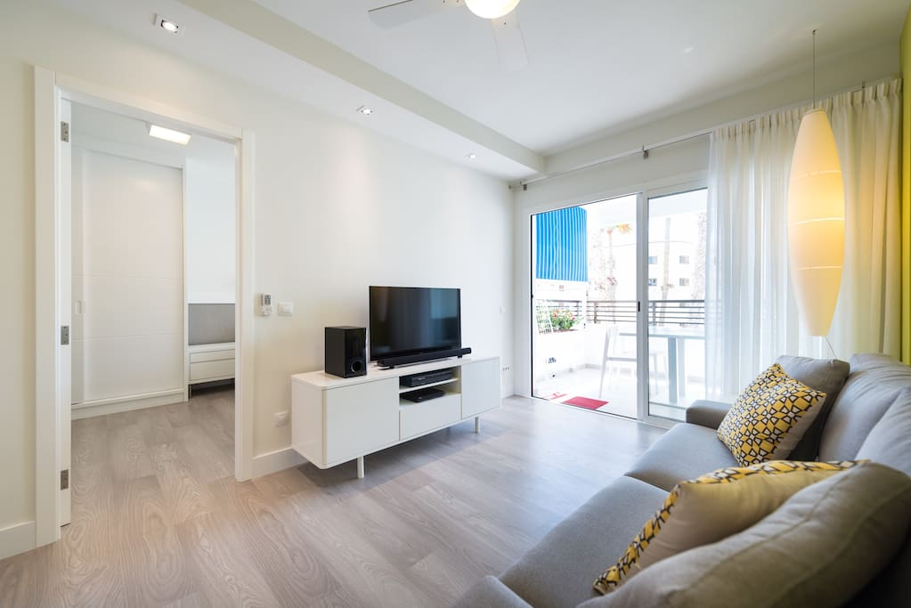 Living-room, television with bluetooth box and Canal+