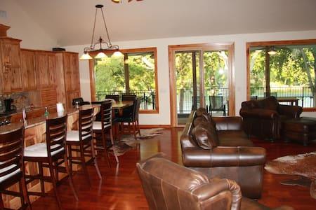 4/2 House on Lake Dunlap - Ház