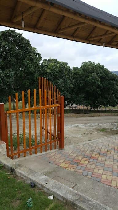 Puerta de acceso vehicular