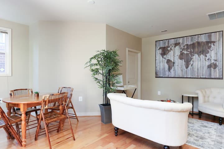 Bright, Spacious Condo Close to DCA - Alexandria - Condominium